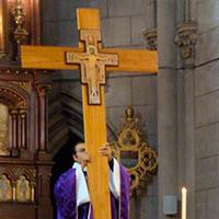 El auténtico sacerdote es un mediador cercano a su pueblo