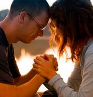 El mejor catecismo: mis papás rezando