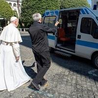 En el Vaticano, las personas sin hogar también tienen su propia ambulancia
