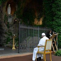El Papa ayuda a redescubrir la belleza del Rosario en la familia