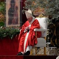 """El Papa: """"redescubramos que la vida no sirve, si no se sirve""""."""