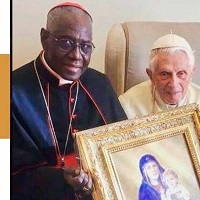 Card. Sarah visita al Papa Emérito Benedicto XVI tras controversia