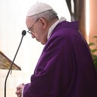 El Papa reza por los sin techo, sufrientes escondidos en este tiempo de dolor